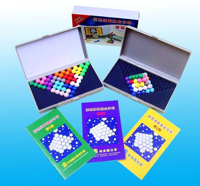 供应新思维智慧金字塔 智力玩具 智慧珠游戏拼盘 产品名称:新思维智慧金字塔 适合年龄:3岁以上 产品尺寸:16.4X9.7X3.5cm 产品材料:优质塑料 全套包括:一个游戏盒、一副游戏珠子,3本书6册一共有478道题目,(其中平面题目370道,立体金字塔108道) 产品介绍: 1、2582种立体组合方式和1987种平面变化玩法; 2、两个游戏盒可以两个人互动游戏,可以比赛,促进亲子间的互动及感情; 3、这一款材质非常的好,与一般的魔珠不同,不会因为摔在地上而断裂; 4、内附六本册子,从易到难,循序渐进,