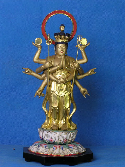 木雕佛像立千手观音菩萨