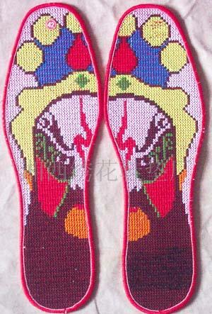 苗族刺绣鞋垫几何花卉图案-花卉刺绣图案365图片