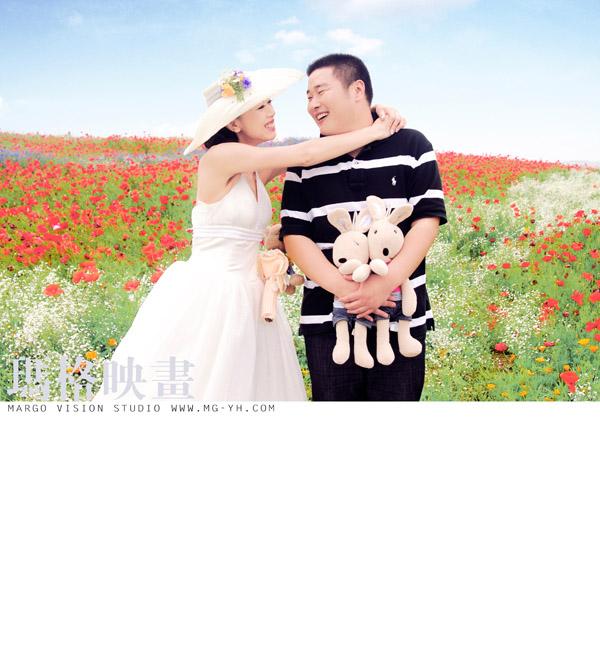 婚纱摄影哪家好?推荐青岛玛格映画 青岛婚纱摄影 外景婚纱摄影 玛格映画简介 玛格映画是青岛一家以户外婚纱摄影为主的专业摄影机构,公司全称为:玛格映画外景婚纱摄影机构。创立与2009年4月11日,公司是以户外婚纱摄影为主的专业高品质摄影机构。 玛格映画摄影机构以其专业的摄影理念,和极富创新精神的态度,已经成为青岛本土极具影响力的摄影公司。玛格映画拥有全国优秀的技术人才,高端定制的全新服务理念,前瞻性的公司发展战略,专注于为客户提供高品质的摄影作品和优质服务,倡导电影剧情式外景拍摄新手法,为客户量身打造只属于