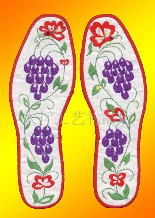 传统绣花鞋垫_十字绣鞋垫
