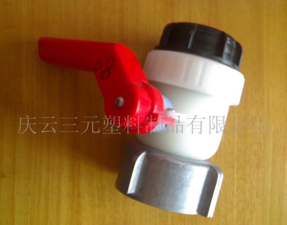 供应吨桶阀门 200L塑料桶桶盖 包箍桶锁扣 吨桶阀门 200L塑料桶桶盖 包箍桶锁扣 庆云三元塑料制品有限公司(Shandong Qingyun San Yuan Plastics Co., Ltd.) ,成立于一九九五年,坐落于华北大型塑料桶生产基地--庆云县常盛工业园新兴路东首。公司是专业生产塑料桶的企业,本公司经营的塑料桶规格齐、品种全,有出口危险品包装性能证和食品证,并与多个大型塑料桶生产厂家合作,保证你来到我处总能找到你理想的塑料桶包装。公司年生产各类塑料制品能力13000吨,各类工程技术人员