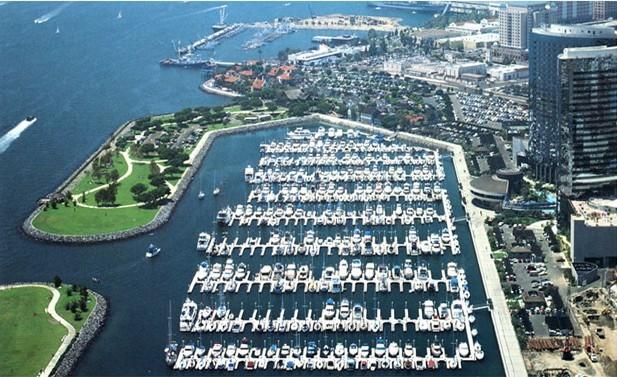 公共游艇俱乐部码头图片