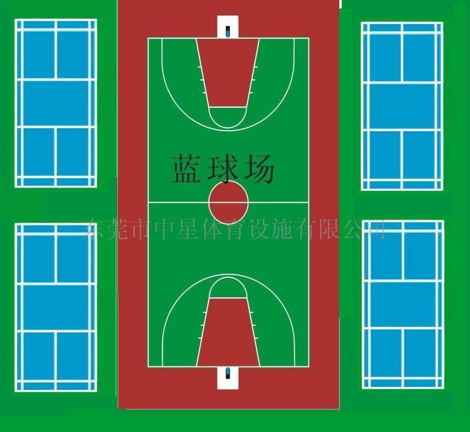 足球场工程标准尺寸 丙烯酸球场 篮球场工程 人造草坪 足球场地标准尺寸及说明 要求: (1)场地面积:比赛场地应为长方形,其长度不得多于120米或少于90米,宽度不得多于90米或少于45米(国际比赛的场地长度不得多于110米或少于100米,宽度不得多于75米或少于64米)。在任何情况下,长度必须超过宽度。 (2)画线:比赛场地应按照平面图画出清晰的线条。线宽不得超过12厘米,不得做成形凹槽。较长的两条线叫边线,较短的两条线叫球门线。场地中间画一条横穿球场的线,叫中线。场地中央应当做一个明显的标记,并以此点