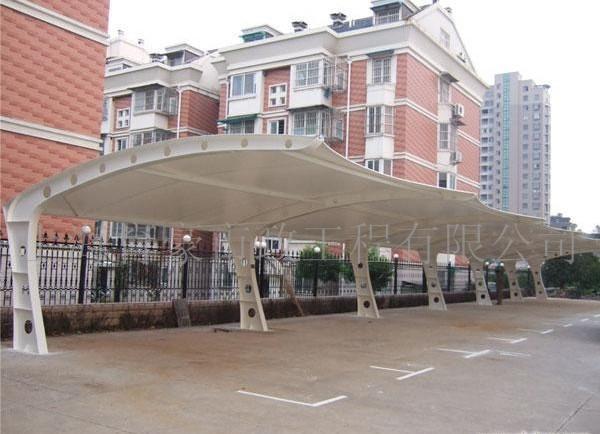 供应汽车、自行车、钢结构、电动车、摩托车、别墅防雨雨棚价格 汽车棚、自行车棚 钢结构车棚 别墅车棚 膜材质:PVC PVDF PTFE ETFE 规格:规格不限 【功能介绍】:膜结构车棚具有遮阳、挡雨、实用、美观的作用,而进口膜材的最大特点是强度高、耐久性好、抗冲击、轻便、隔音、防火难燃、自洁性好,不受紫外线影响,使用寿命可达10-30年。具有高透光率,透光率为13%,对热能反射率73%,热吸收量很少。 适用范围:大中学校、商业、企业、政府机构、机场、别墅、公共场所等。 膜结构车棚:   膜结构车棚的篷布