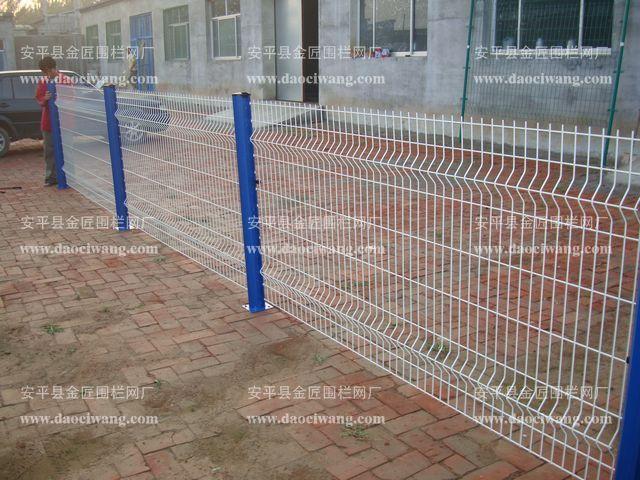 供应青岛护栏网小区护栏网花园围栏