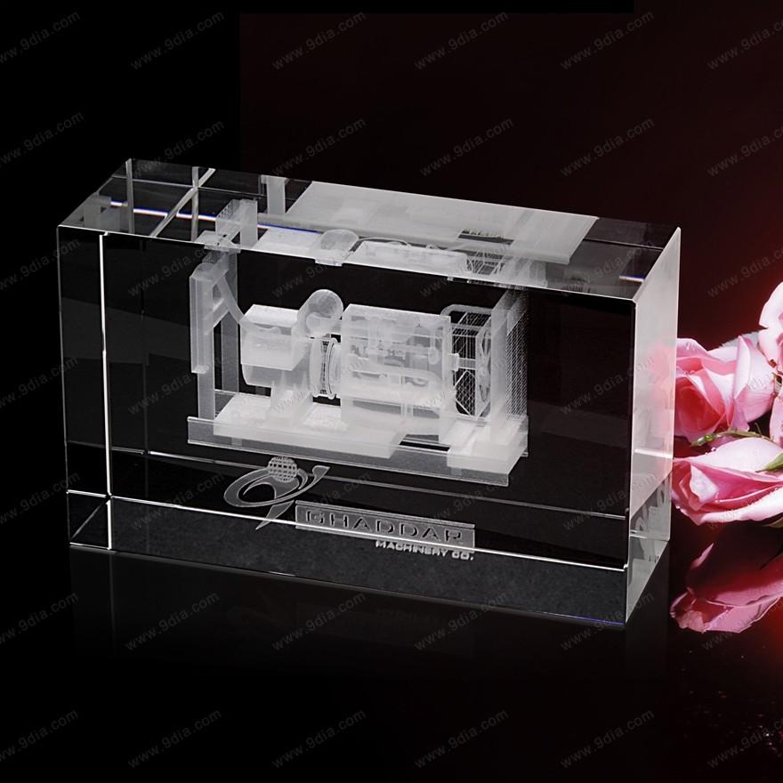 水晶内雕工艺品定做,水晶奖杯批发,云南水晶工艺品
