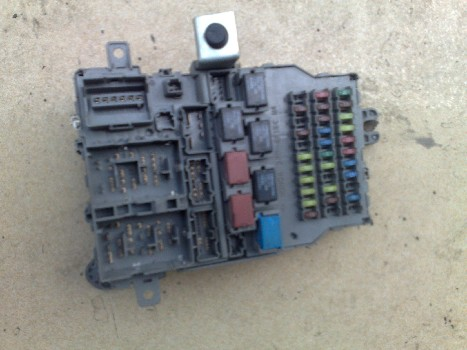 丰田皇冠汽车三元催化器,化油器,汽油泵;; 拆车件名称:仪表保险丝盒