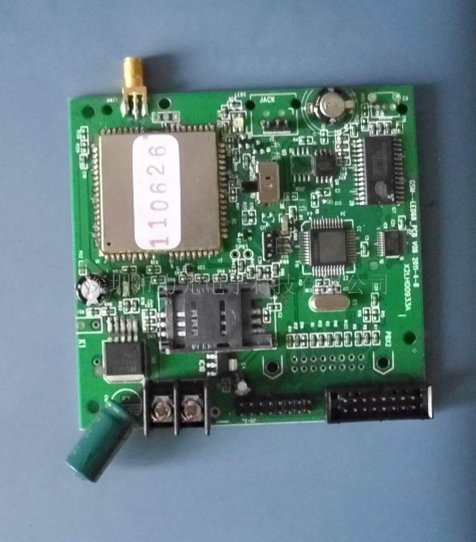 深圳LED短信控制卡 LED控制卡 手机短信控制卡 LED短信广告 产品名称:市场上有人称:LED无线控制卡,也有人叫:GSM LED无线控制卡,还可以叫:LED短信控制卡,LED控制卡,GPRS数据传输无线LED控制卡。力先技术开发控制卡叫:LED短信控制卡(因为产品主要以短信操作指令控制)。 产品基本特点    1.
