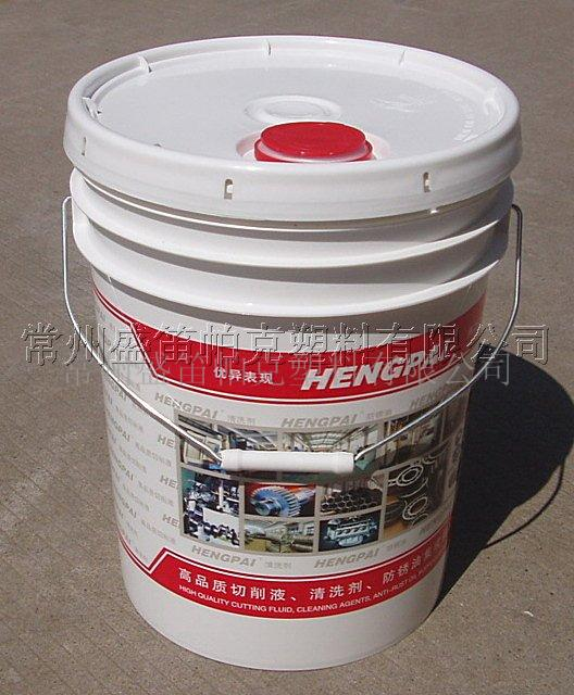 供应【SDPAC】20L润滑油桶 20L塑料桶 塑料桶20L 【SDPAC】全新概念润滑油包装桶 常州盛笛帕克塑料有限公司专业生产专业级进口美式塑料桶 其主要产品之一的5.28GAL润滑油桶,采用全新概念美国技术的嵌压式润滑油小口盖 不同于国内普通焊接小口盖, 嵌压式润滑油小口盖有着其独特的特点,采用自锁结构,360°全方面密封 有效杜绝焊接小口盖时常焊接不上而导致漏油现象的缺点。